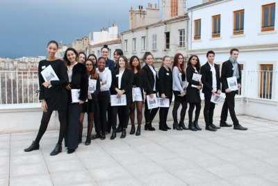 Des étudiants sur le toit terrasse de Charles Péguy