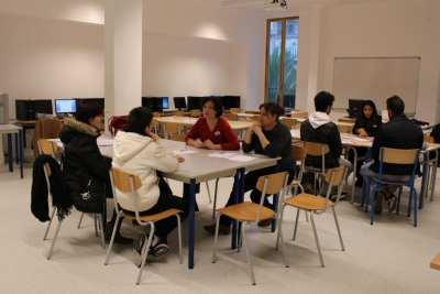 Des professeurs de Bac professionnel Commerce renseignent futurs élèves et parents