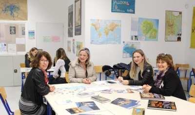 Mmes SCHINTU et LOMBRAGE avec une future nouvelle étudiante en Tourisme