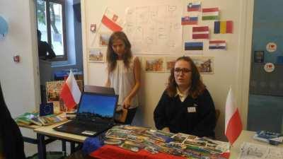 Eva SITEK et une étudiante