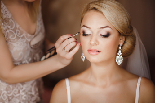 Traditional Makeup VS Airbrush: What Will Look Best on Your Wedding Day?