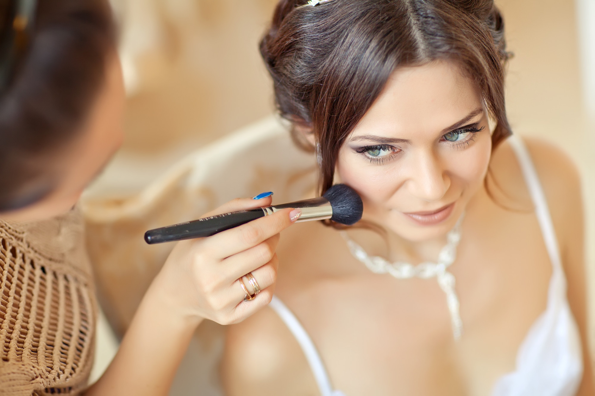 6 Reasons to Hire a Professional to Do Your Wedding Day Makeup