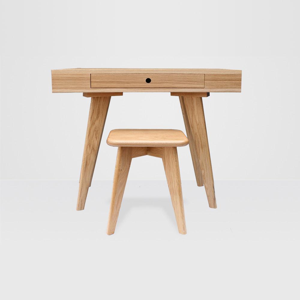 charlie-caffyn-designs-oak-dressing-table