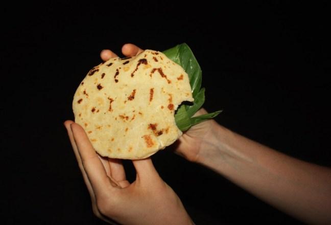 Pupusa con queso in Nicaragua, granada - Charlie on Travel