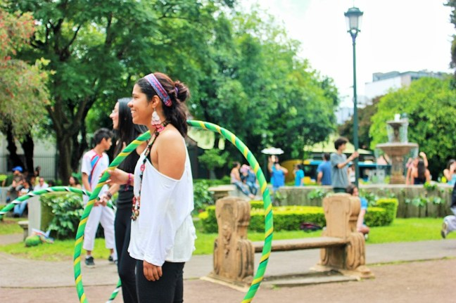 Hula hooper in san jose costa rica - Charlie on Travel