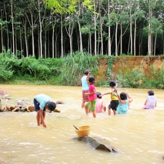 Children playing in the white mud river Chongat the Changtune community