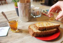 Toasted bread with incredible honey