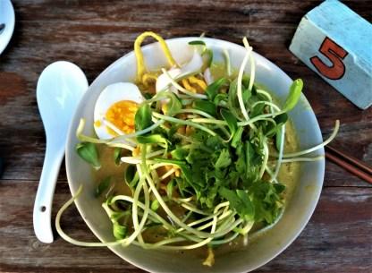 Vegetarian khao soi