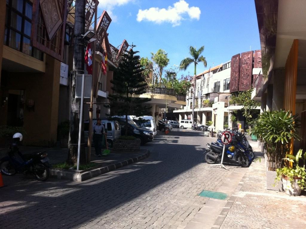 Bali_Hotel-Street