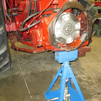 4-way supports the rear of a 656 tractor