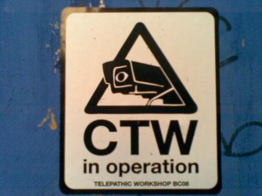 Jakaś wlepka na mieście. Źródło: http://moblog.net/view/935165/signs-telepathic-workshop-stickers