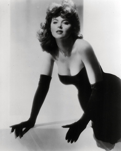Tina Louise. Źródło: http://theniftyfifties.tumblr.com/tagged/Tina+Louise/page/2