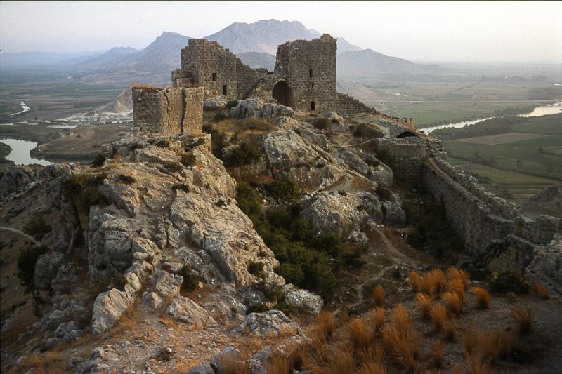 août 1993 Zamek Węża obecnie w Turcji, dawna Azja Mniejsza. Źródło: https://flic.kr/p/ot6bec