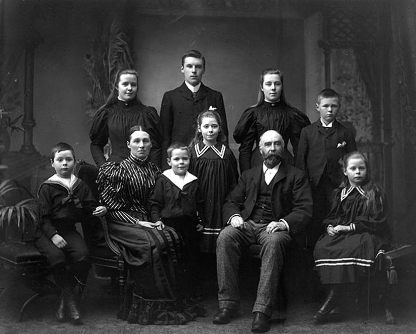 Dzisiejszy wpis sponsorują stare zdjęcia. Jak zawsze zresztą. Tutaj rodzinka z Irlandii. Źródło: flickr.com