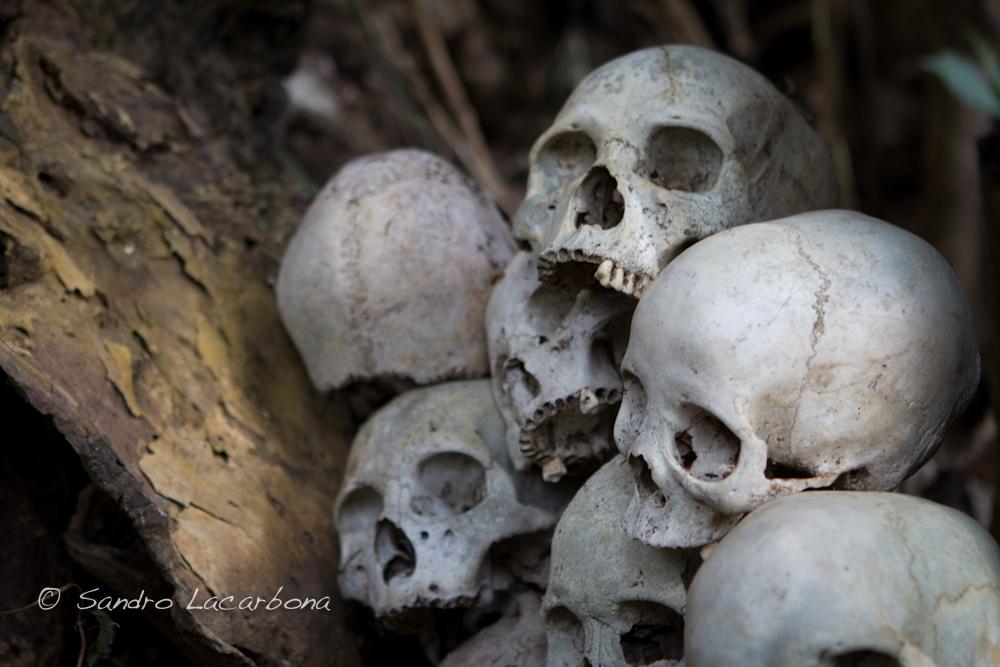 Podpis pod zdjęciem brzmi: Shangnyu head hunter skulls. Źródło: https://flic.kr/p/nAaneS