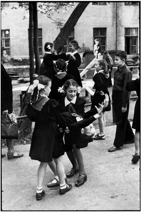 I znów socrealistyczny raj Henri Cartier-Bresson. Źródło: https://pl.pinterest.com/pin/395190936027828746/