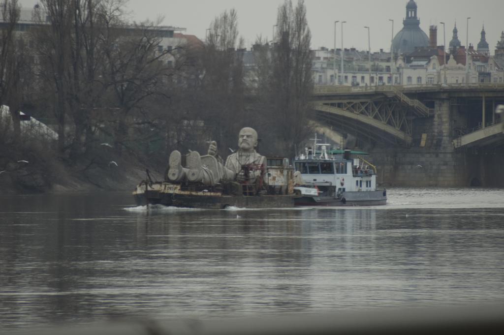 A tu Lenin płynie sobie, ładnie spakowany. Źródło: https://flic.kr/p/4wjwW1