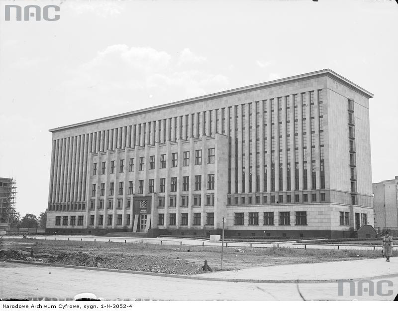Gmach Biblioteki Jagiellońskiej. Prace wykończeniowe. Rok 1933. Źródło: https://audiovis.nac.gov.pl/obraz/110246/792a847bff5bdfd6a9180a0a89c9801d/
