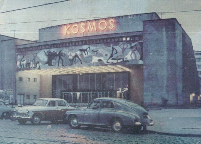 A tutaj takie ładne zdjęcia Kina Kosmos w Szczecinie. Źródło: http://architektura-w-szczecinie.blogspot.com/2013/08/kino-kosmos.html