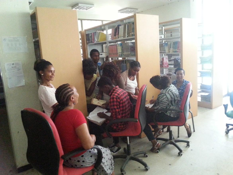 Bibliotekarki i bibliotekarze przy pracy :)