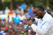Uganda's leading opposition presidential candidate Kizza Besigye of the Forum for Democratic Change (FDC) party campaigns in Jinja industrial town, in eastern Uganda February 12, 2016, ahead of the Feb. 18 presidential election. REUTERS/James Akena - RTX26OPJ