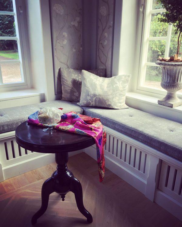 charlotte_olsson_art_design_pattern_swedishart_champagne_recyclingart_silk_exclusive_original_scarf_classic_style_formgivning_swedishfashion