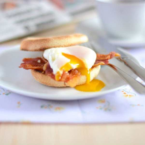 How to poach an egg runny