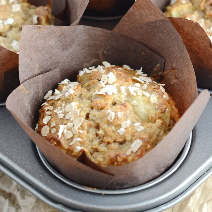 Banana and walnut breakfast muffins - Delicious and easy to make, with no refined sugar or added fat.
