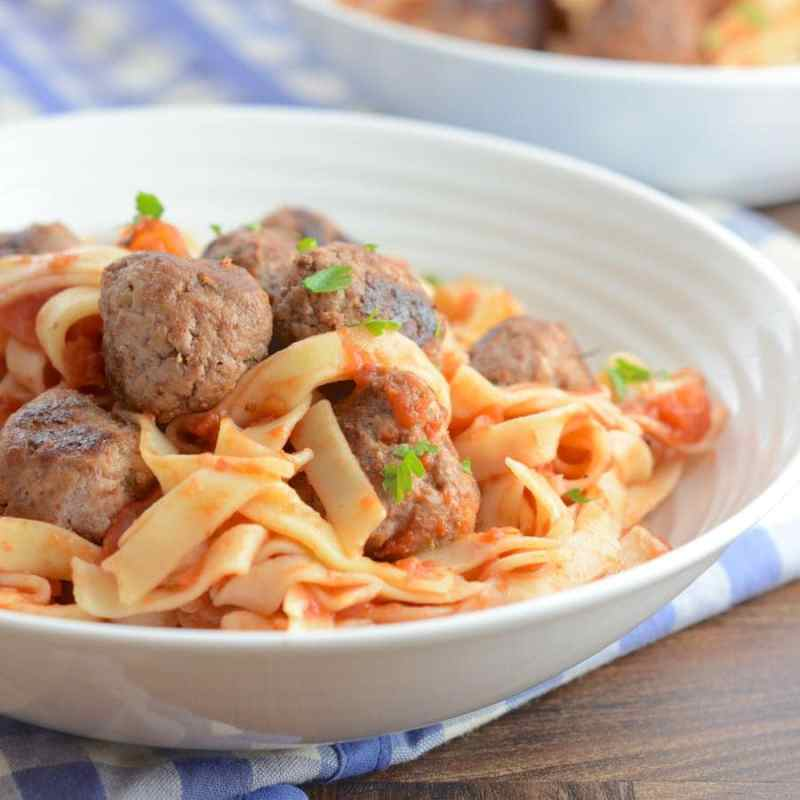 Find out the secrets to great meatballs with my delicious recipe for pasta with meatballs in tomato sauce.