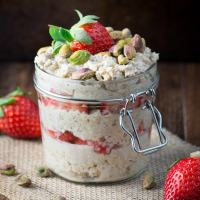 Strawberry maple and pistachio overnight oats 6