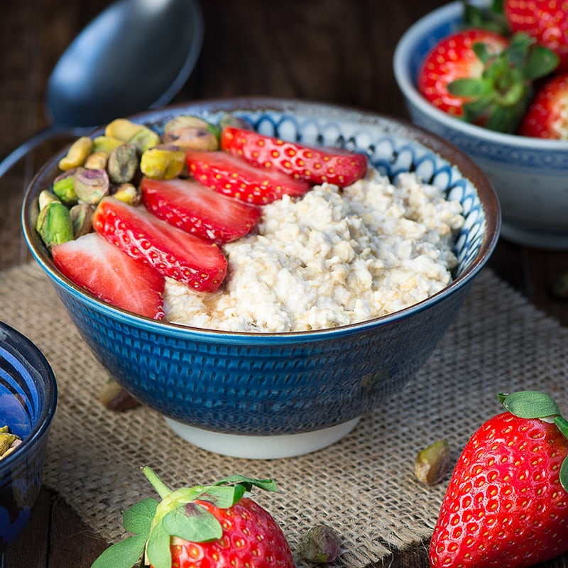 Strawberry maple and pistachio overnight oats 3