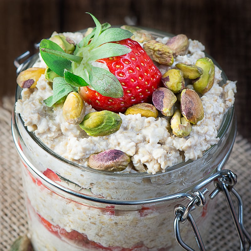 Strawberry maple and pistachio overnight oats 4