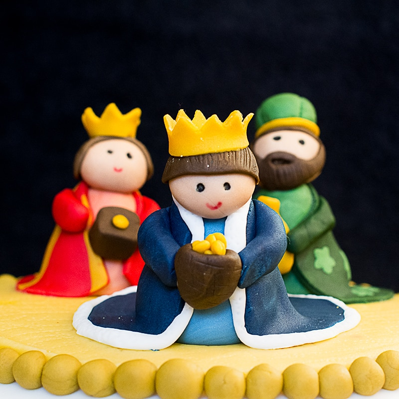 How to make a fondant character cake topper, with Peppa Pig cake topped video