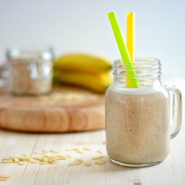 Banana and Almond Breakfast Smoothie