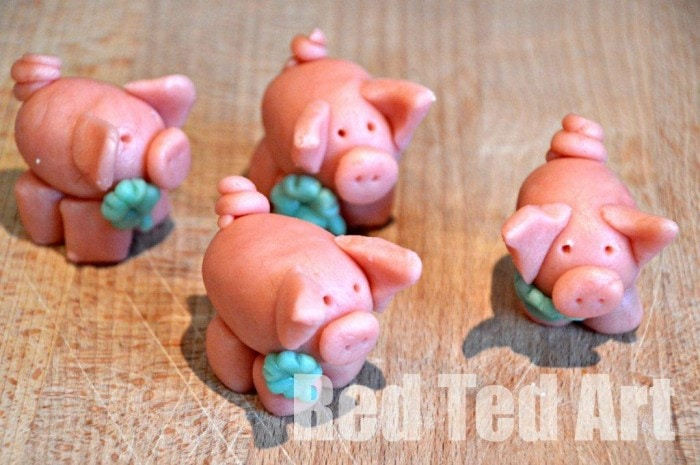 marzipan-pigs-for-new-years