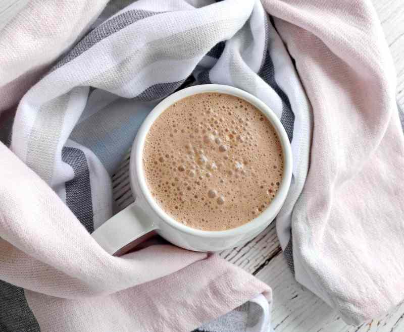 In need of a hot chocolate that doesn't just taste good, but is also full of nutrients? Well look no further… The Ultimate Healthy Hot Chocolate is filled with lots of goodness and an extra kick of ginger to warm you up.