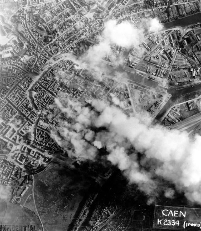 砲撃後の都市の空撮。