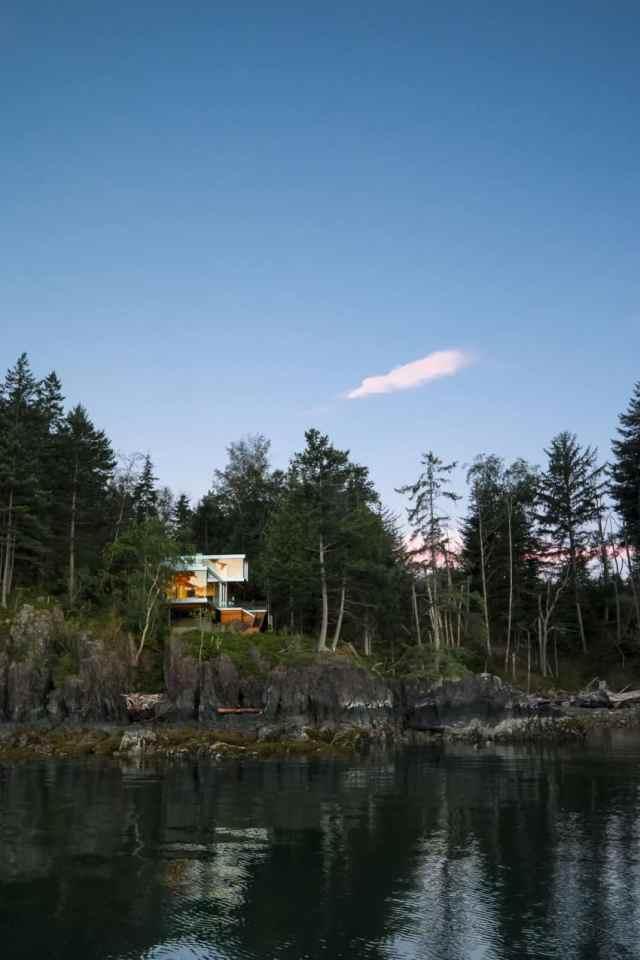 Mcfarlane Biggar Architects + Designersによるロッキーショアの劇的な島の隠れ家(2)