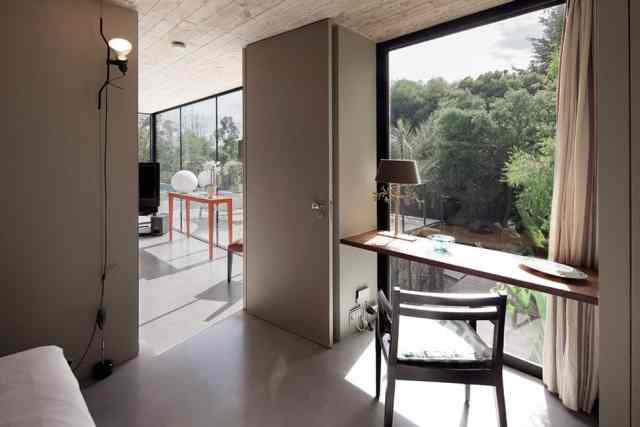 プライベートサントロペレジデンスの大胆なコンクリートとガラスの組成(14)
