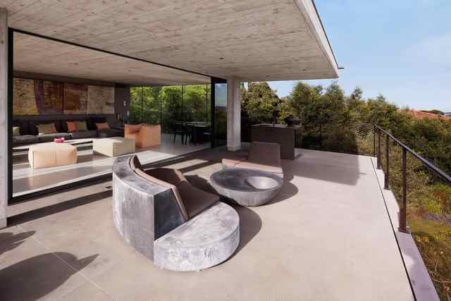 プライベートサントロペレジデンスの大胆なコンクリートとガラスの組成(5)