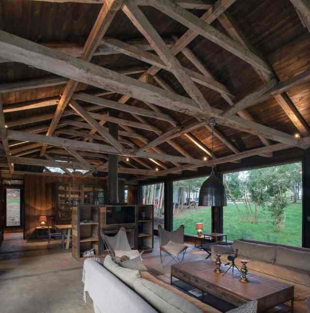 旧納屋がチリのラゴランコで新しい素朴な避難所を定義(3)