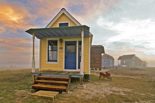 ユニークな小さな家の着色