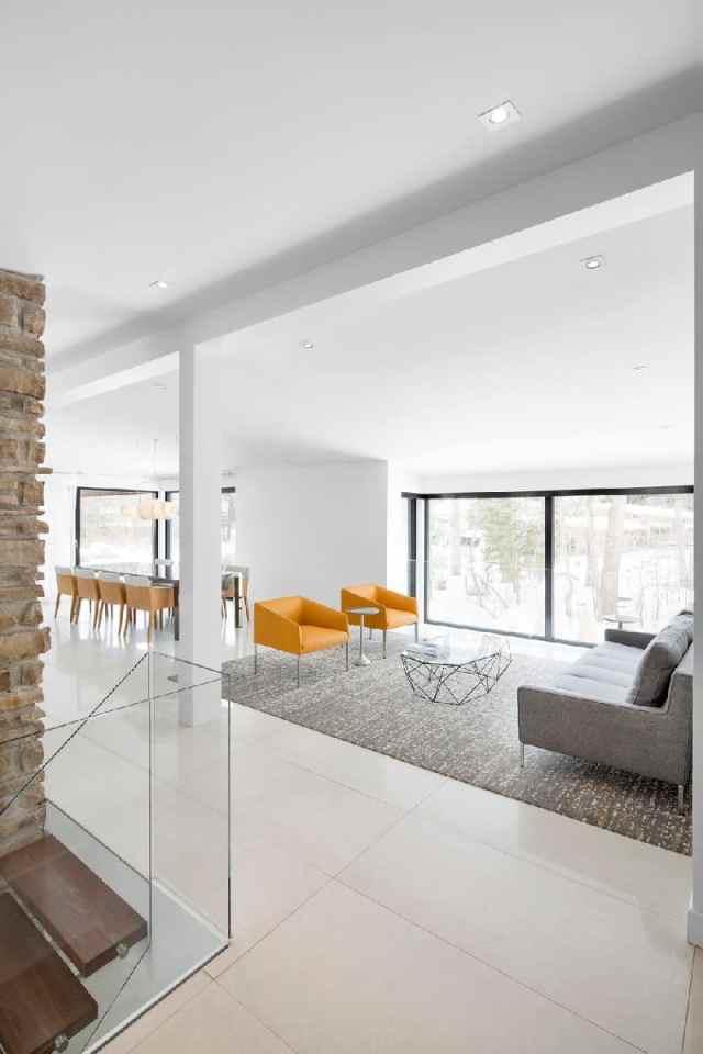 プレーリースタイルのアーキテクチャの詳細がカナダのホームリフォームを定義します。