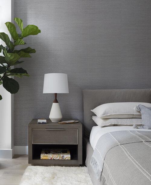 白とグレーの寝室