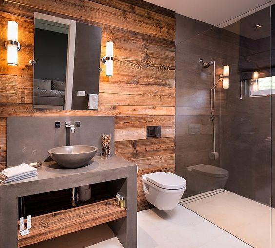 66.木製の壁とコンクリートの灰色のバスルーム