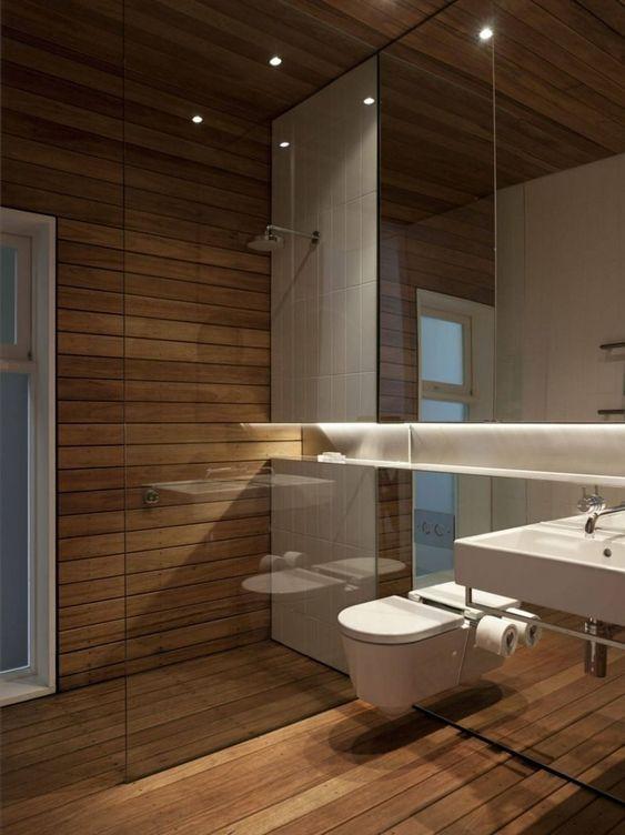 62.白い壁と木製のバスルーム