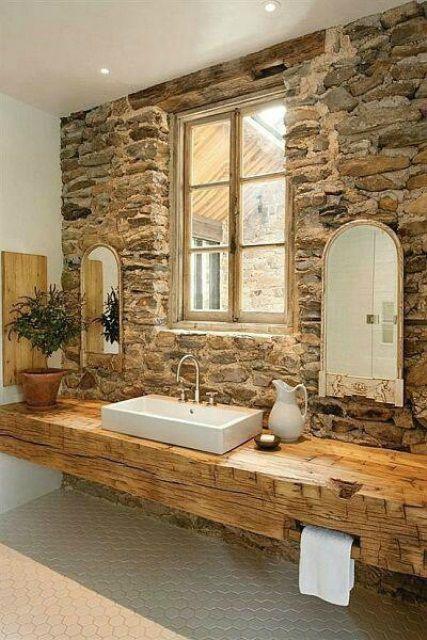 13.木製の梁が浴室のカウンターになる