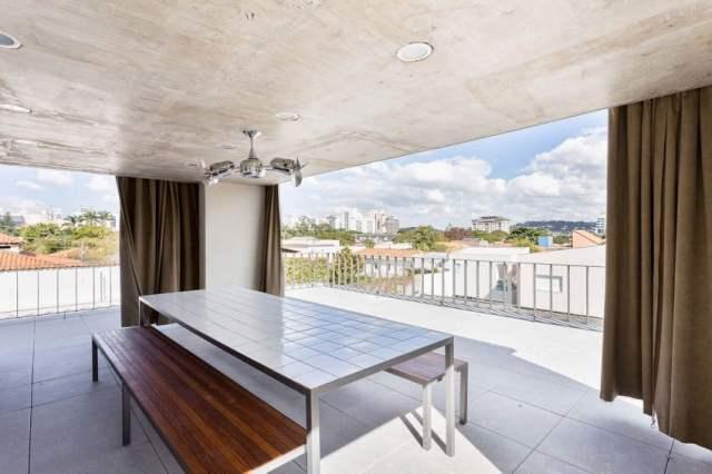カサララの活気に満ちた現代的な家は、サンポールの美学で形を取ります(8)