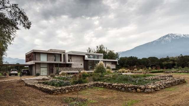 ChauriyeStägerArchitectsによるチリの見事なコンクリートの家(2)