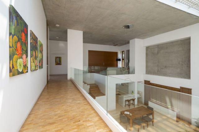 プロジェクト全体で使用される色、素材、仕上げはシンプルで、美しい屋外環境への接続を反映しています